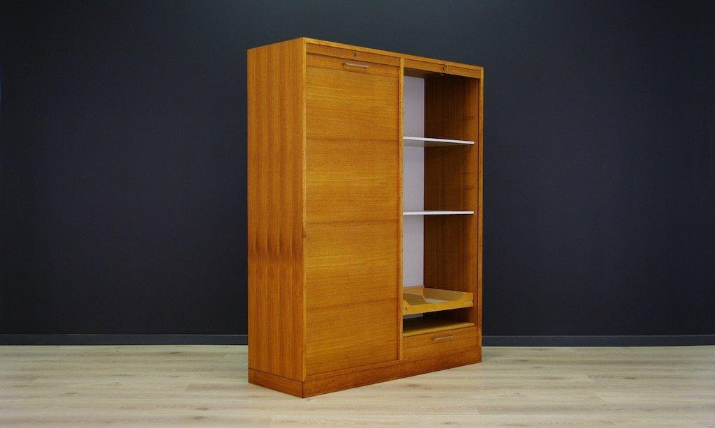 d nischer teak schrank mit rollt ren 1970er bei pamono kaufen. Black Bedroom Furniture Sets. Home Design Ideas