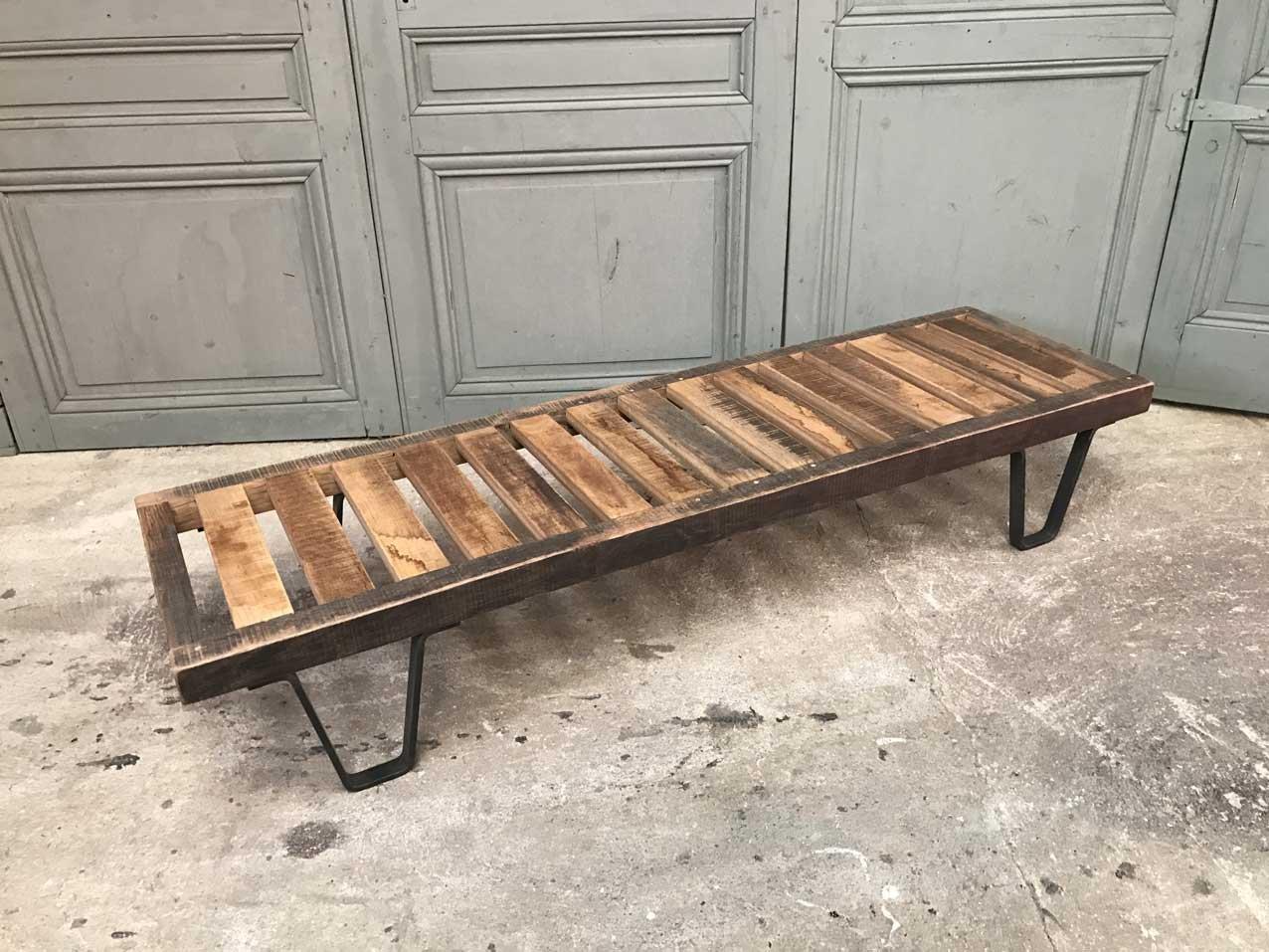 banc vintage en bois avec coussin en cuir en vente sur pamono. Black Bedroom Furniture Sets. Home Design Ideas