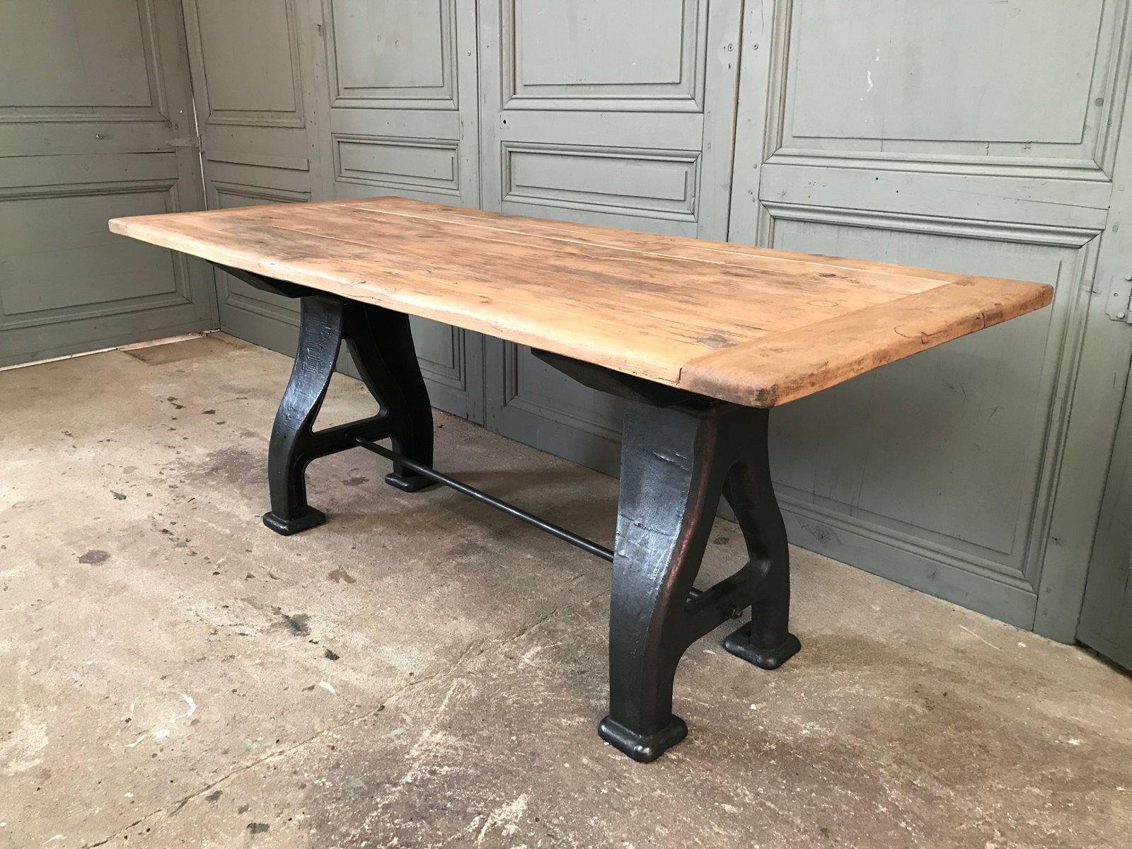 table industrielle vintage en fonte en vente sur pamono. Black Bedroom Furniture Sets. Home Design Ideas