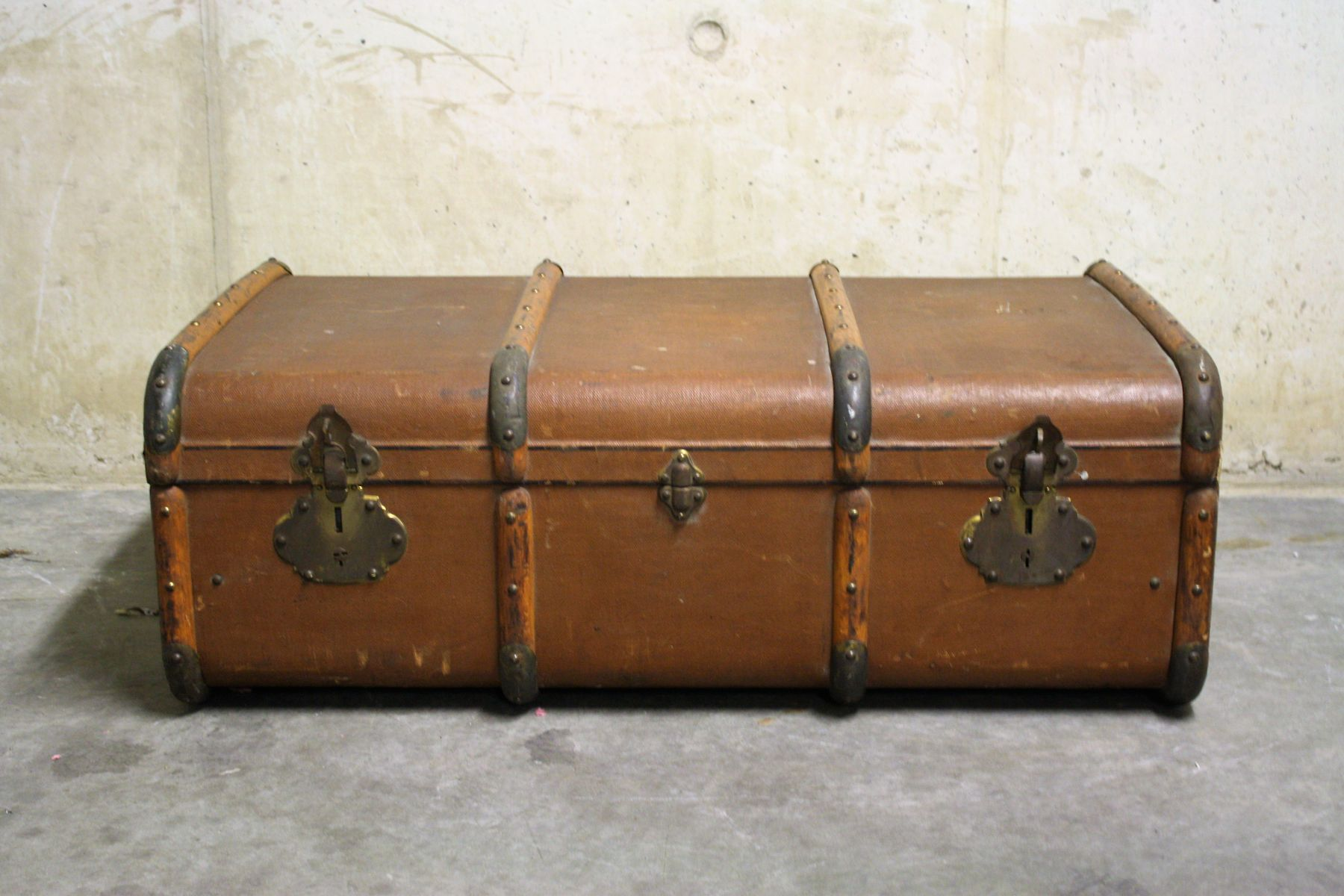 malle de voyage antique 1930s en vente sur pamono. Black Bedroom Furniture Sets. Home Design Ideas