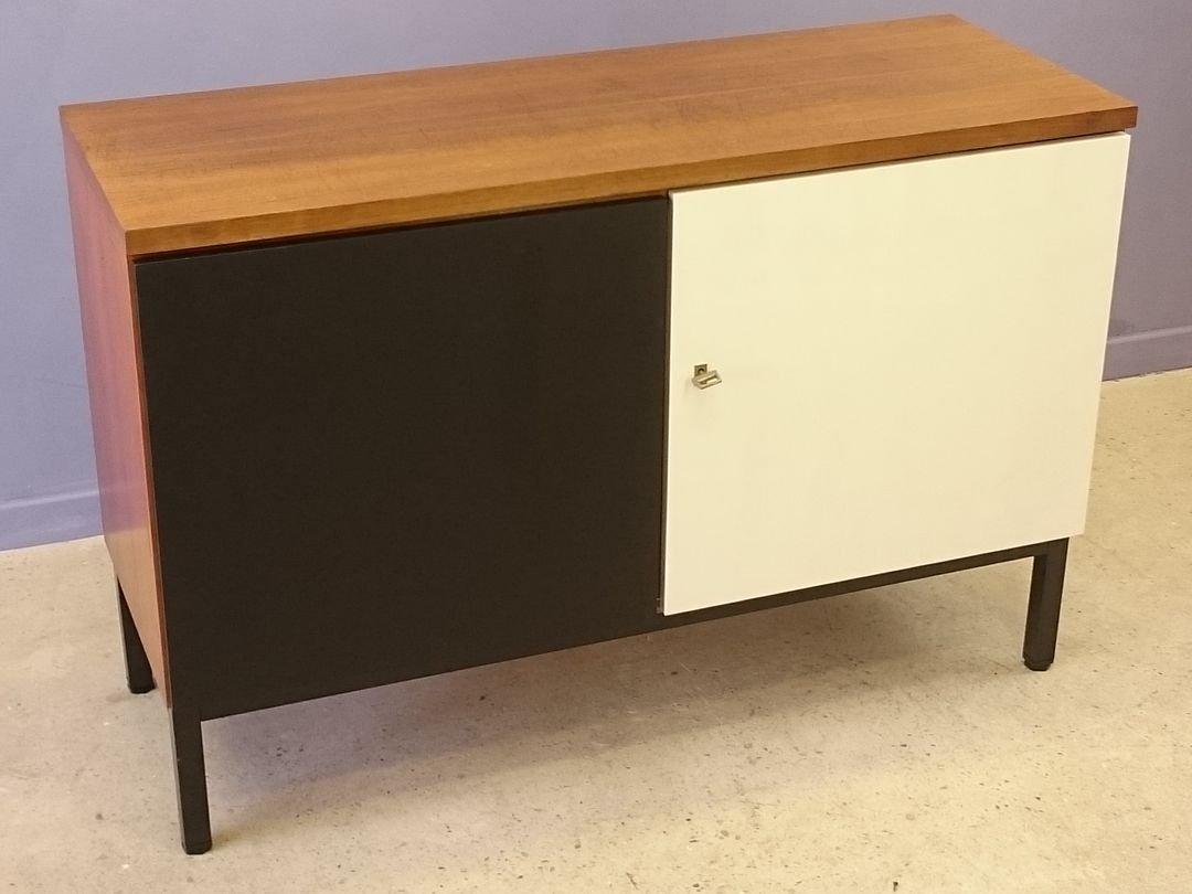 kleines skandinavisches teak buffet mit t ren in wei. Black Bedroom Furniture Sets. Home Design Ideas