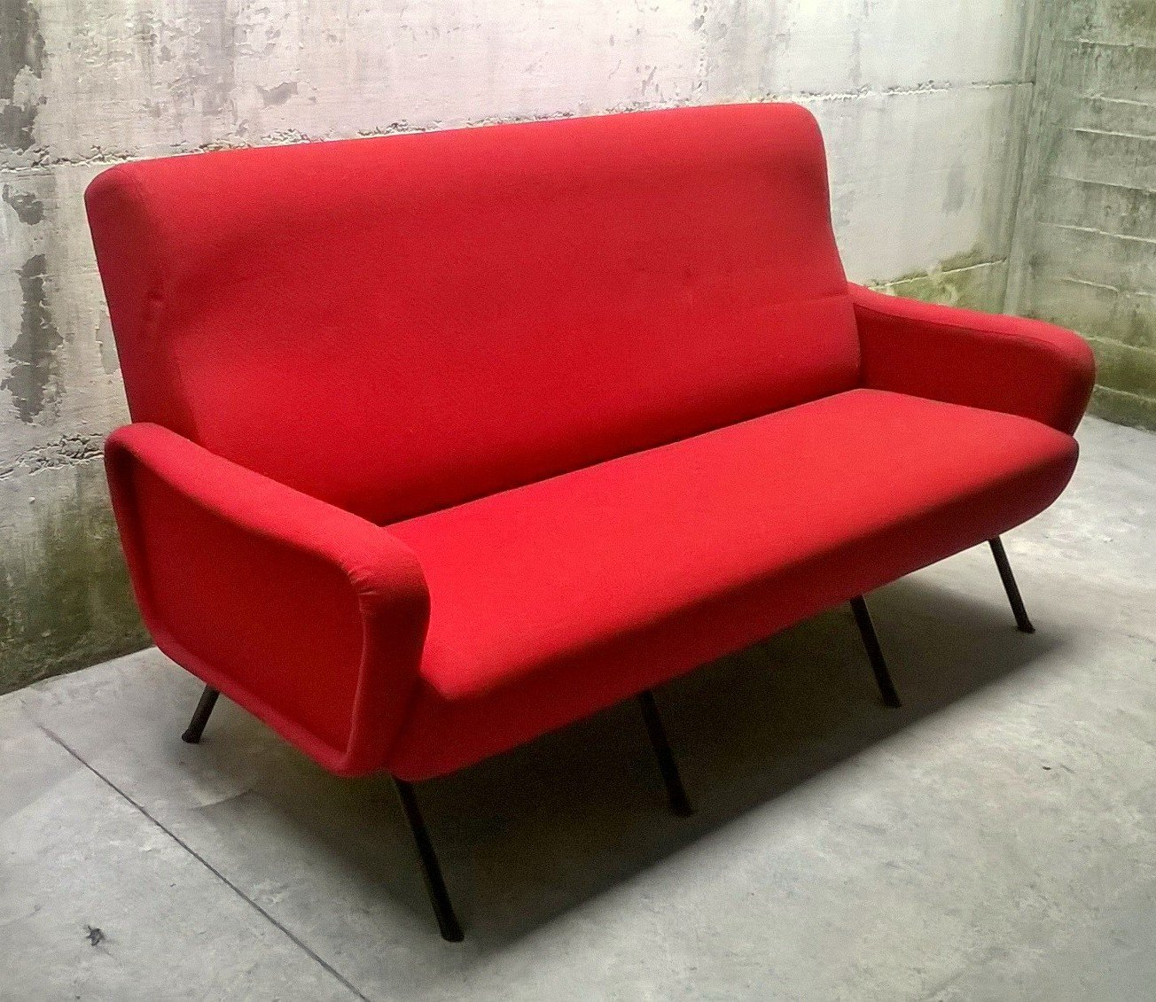 rotes italienisches sofa 1960er bei pamono kaufen. Black Bedroom Furniture Sets. Home Design Ideas