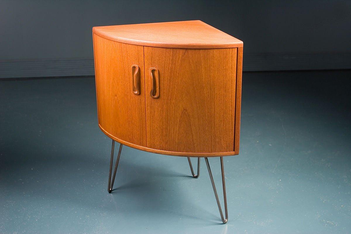 petit meuble de rangement pour coin mid century en teck de. Black Bedroom Furniture Sets. Home Design Ideas