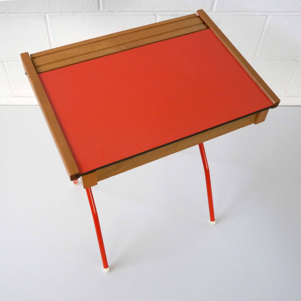 bureau enfant et tabouret vintage 1970s set de 2 en. Black Bedroom Furniture Sets. Home Design Ideas