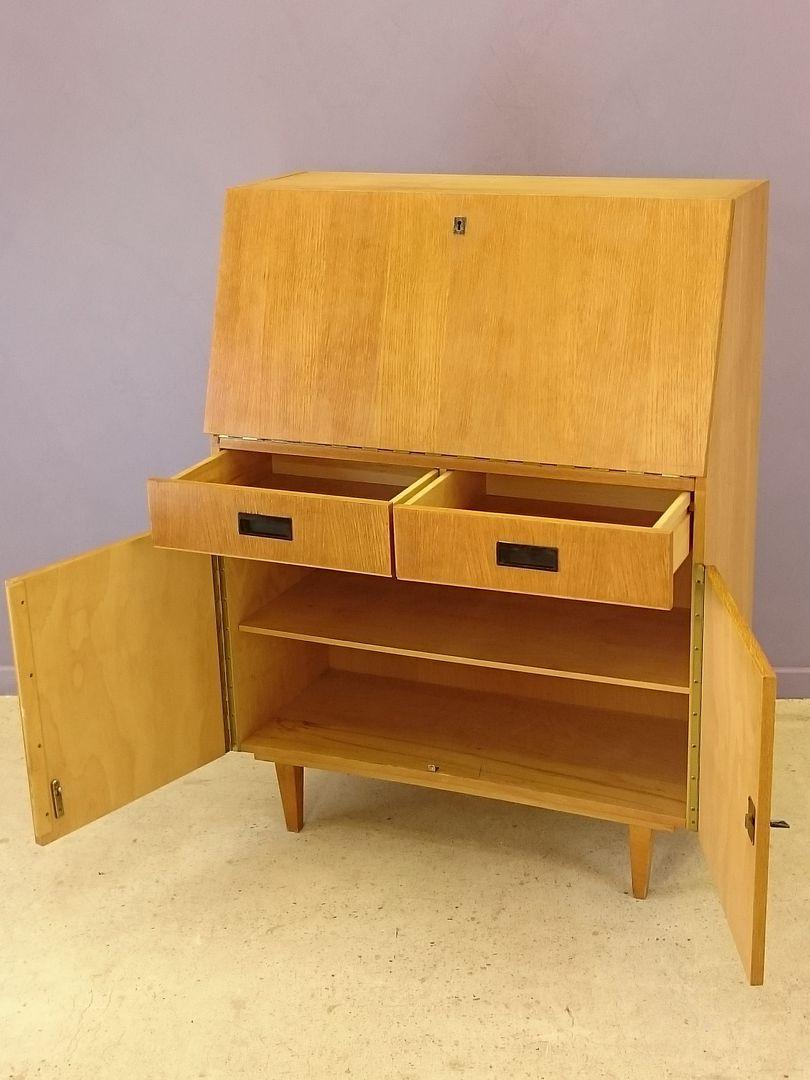 vintage b ro schreibtisch aus heller eiche 1950er bei. Black Bedroom Furniture Sets. Home Design Ideas