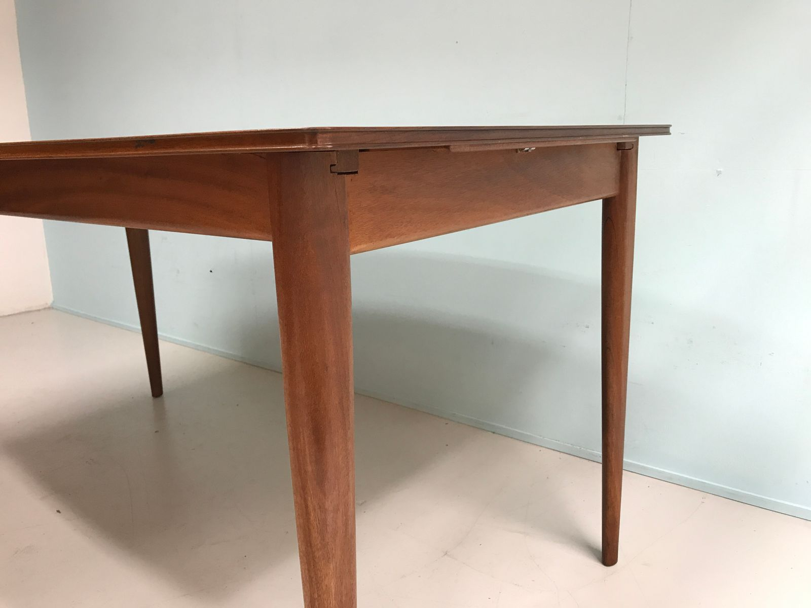 Table de salle manger de mcintosh 1960s en vente sur pamono for Salle a manger annee 1960