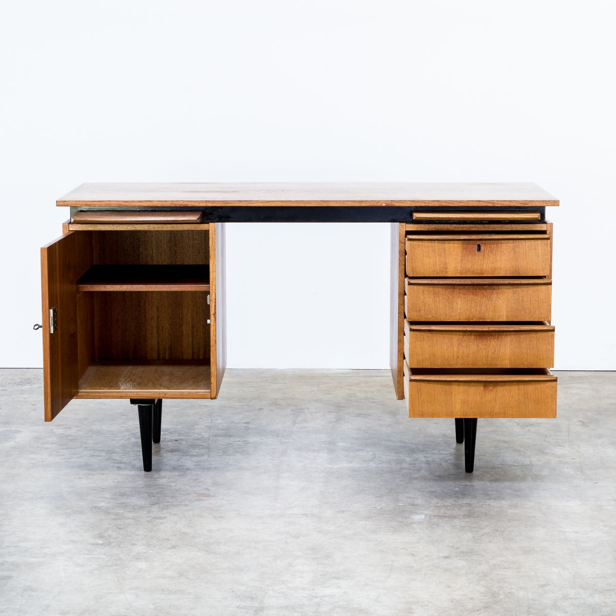 teak schreibtisch von cees braakman f r pastoe 1960er bei. Black Bedroom Furniture Sets. Home Design Ideas