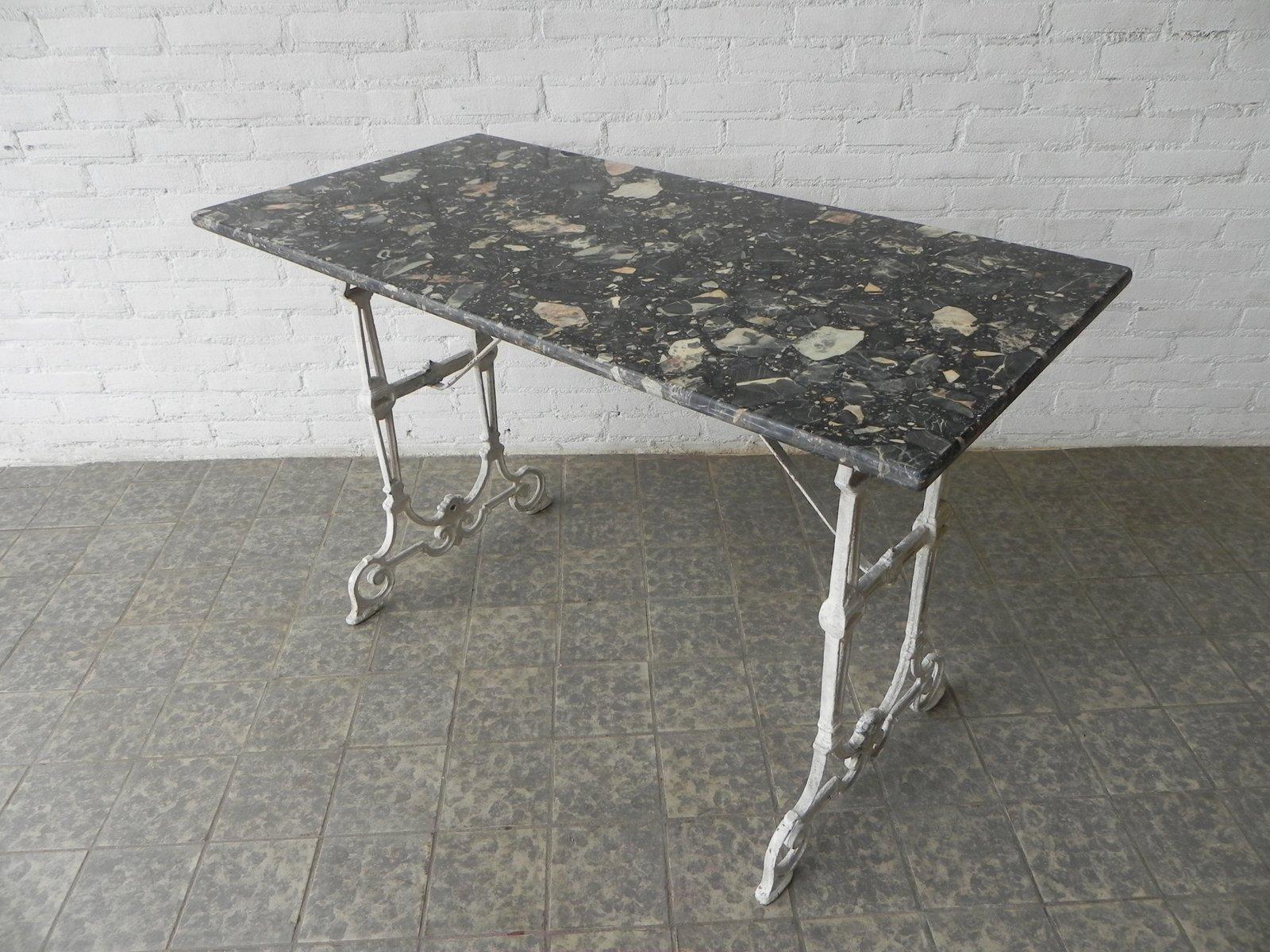vintage bistrotisch mit gusseisen gestell und marmorplatte bei pamono kaufen. Black Bedroom Furniture Sets. Home Design Ideas