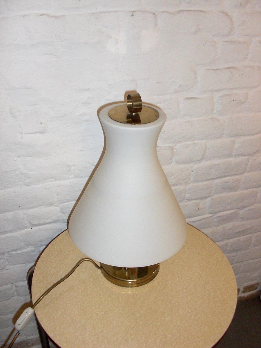 lampe de bureau en opaline avec structure en laiton italie 1950s en vente sur pamono. Black Bedroom Furniture Sets. Home Design Ideas