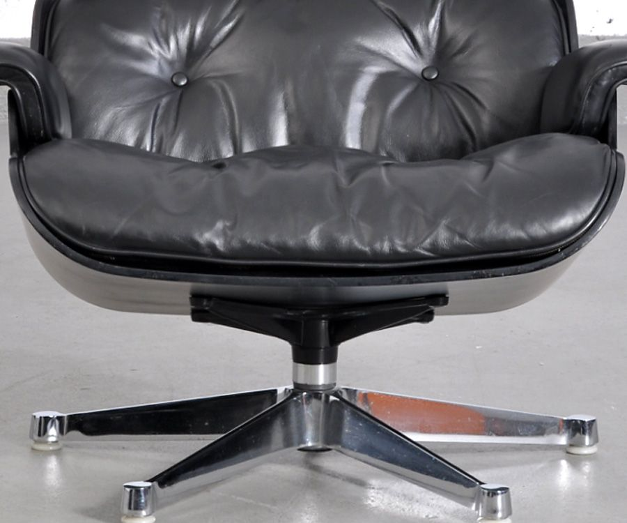 Black Lounge Chair by Charles & Ray Eames for Vitra for sale at Pamono