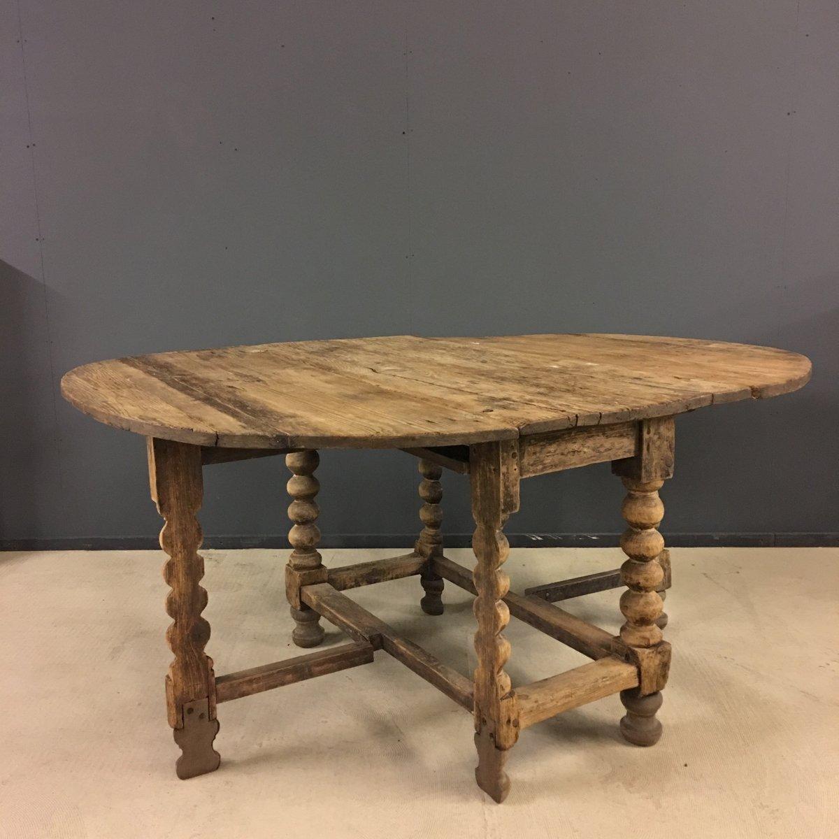 Swedish Oval Pine Gateleg Table 18th Century for sale at Pamono