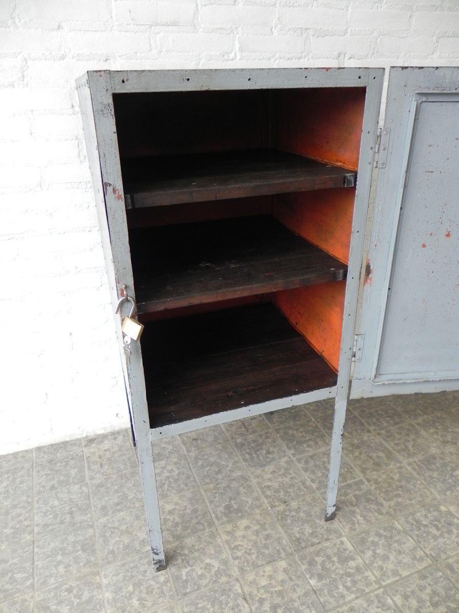 meuble industriel en acier sur pieds avec porte en vente sur pamono. Black Bedroom Furniture Sets. Home Design Ideas