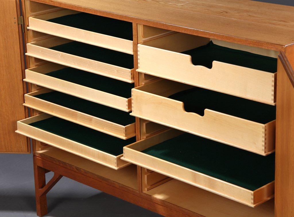 vintage eichenholz schrank mit zwei t ren von borge mogensen f r fdb bei pamono kaufen. Black Bedroom Furniture Sets. Home Design Ideas