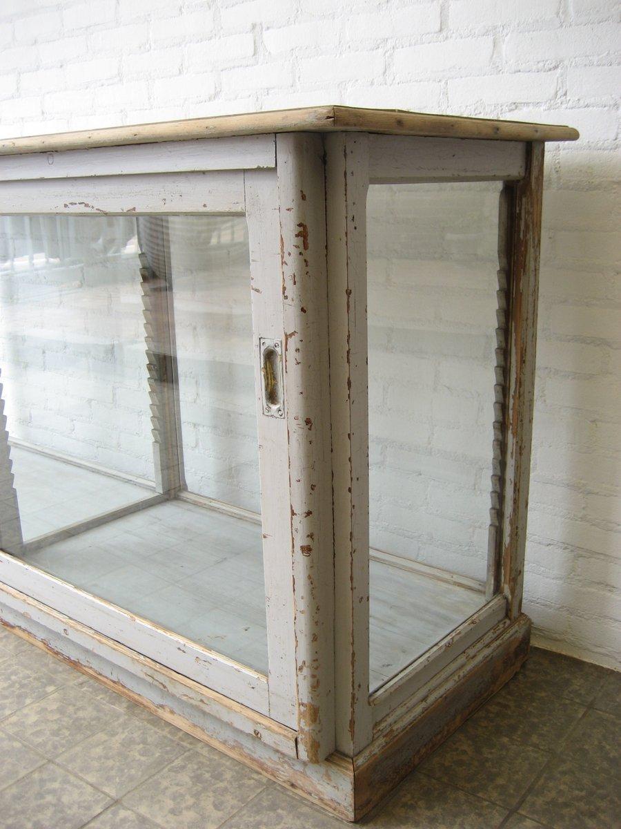 vitrine mit zwei glast ren 1930er bei pamono kaufen. Black Bedroom Furniture Sets. Home Design Ideas