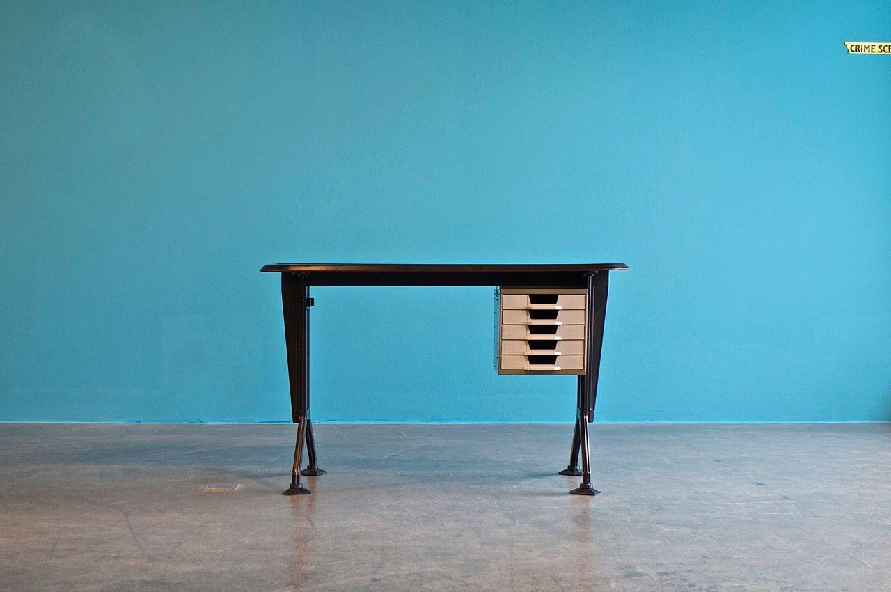 bureau arco vintage en m tal par bbpr pour olivetti en vente sur pamono. Black Bedroom Furniture Sets. Home Design Ideas