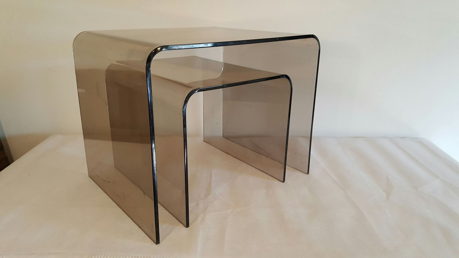 smoked plexiglas nesting tables 1970s for sale at pamono. Black Bedroom Furniture Sets. Home Design Ideas
