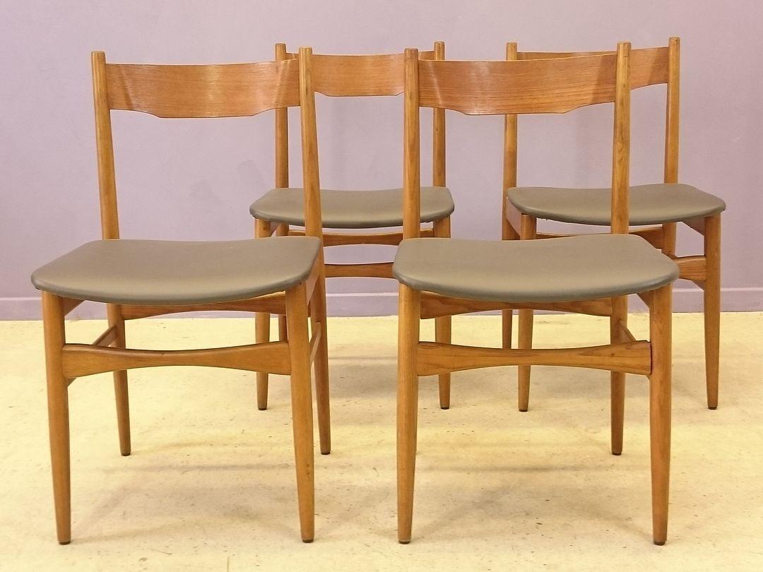 st hle aus teak grauem kunstleder 1950er 4er set bei. Black Bedroom Furniture Sets. Home Design Ideas