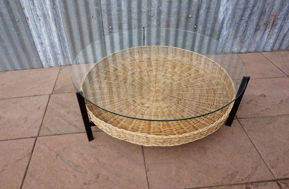 table basse mid century avec corbeille pour magazine en. Black Bedroom Furniture Sets. Home Design Ideas