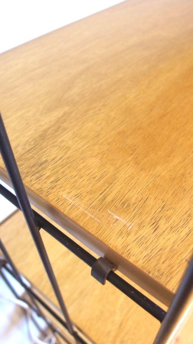 vintage wandregal mit schwarzen metall halterungen bei pamono kaufen. Black Bedroom Furniture Sets. Home Design Ideas