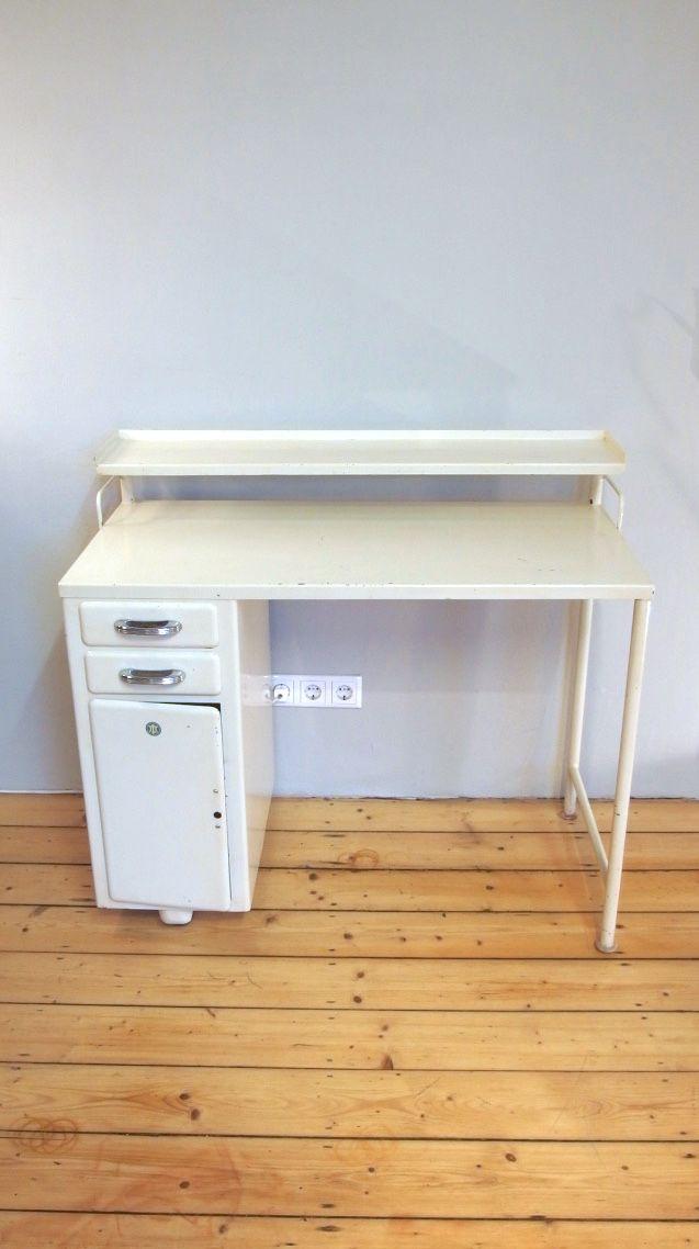 Petit meuble de rangement m dical industriel en blanc for Meuble industriel blanc