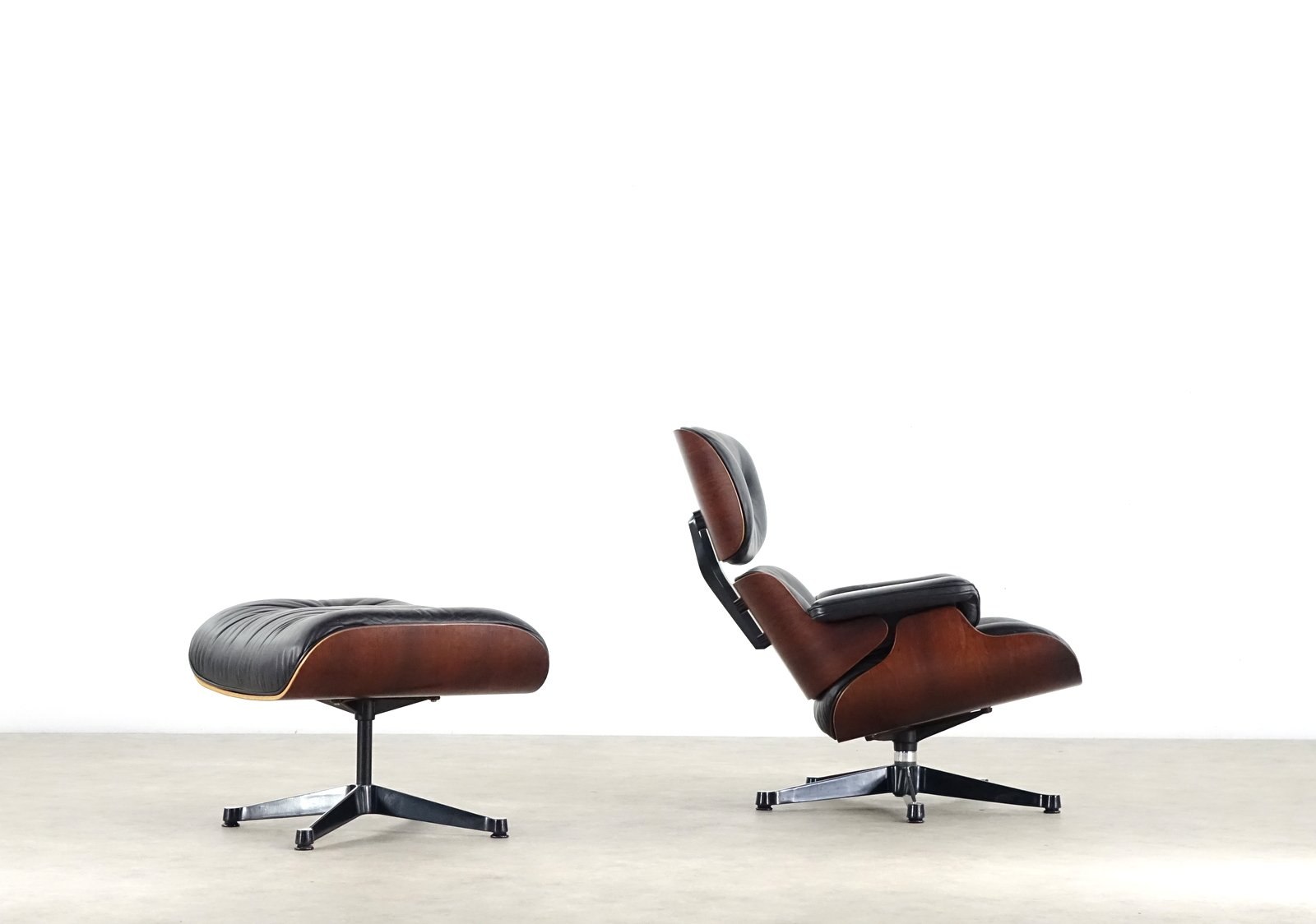 Eames lounge chair ottoman by charles ray eames for for Charles eames lounge chair nachbildung