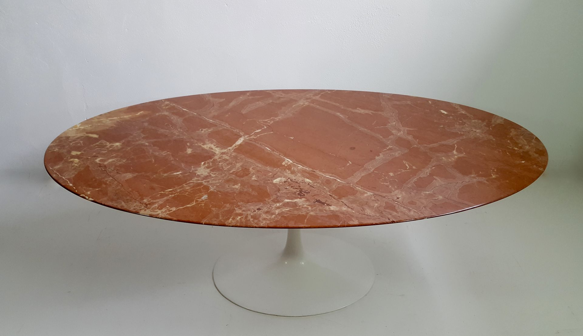red marble oval dining table by eero saarinen for knoll. Black Bedroom Furniture Sets. Home Design Ideas