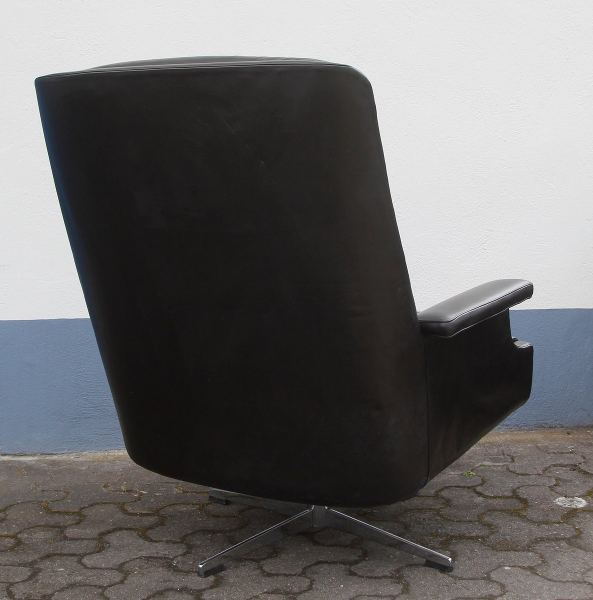 Leather Lounge Swiveling Chair 1960s for sale at Pamono