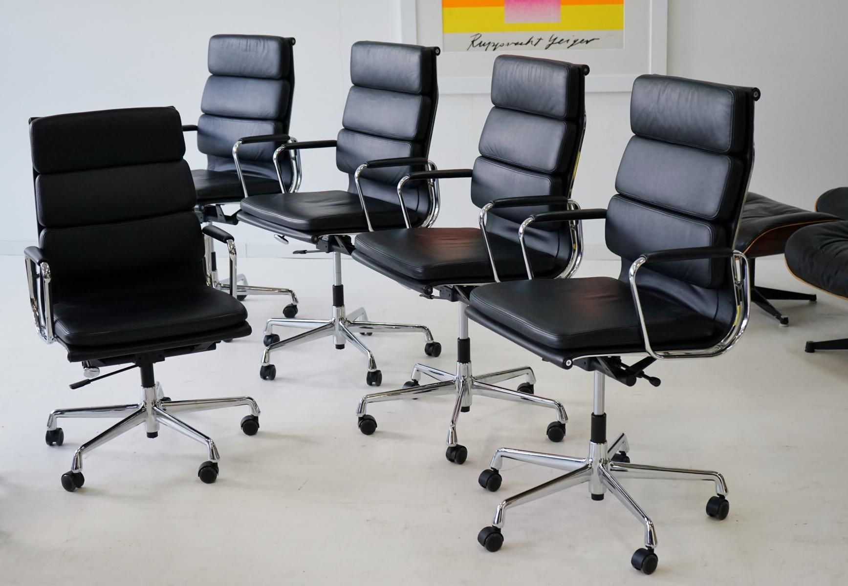 Vintage soft pad ea 219 leather aluminum desk chairs by for Eames chair nachbau deutschland