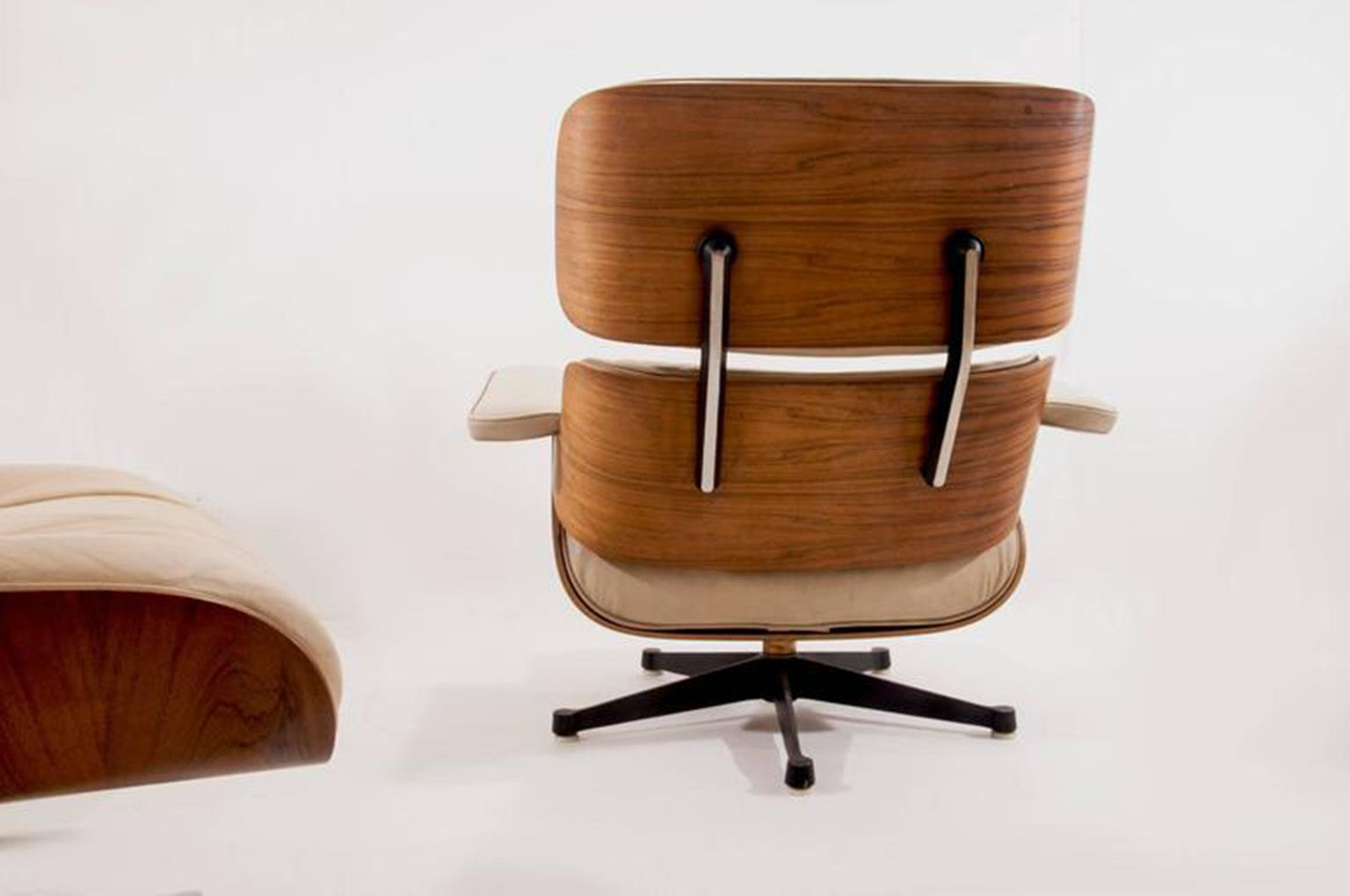 Lounge chair with ottoman by charles ray eames for for Mobilier eames
