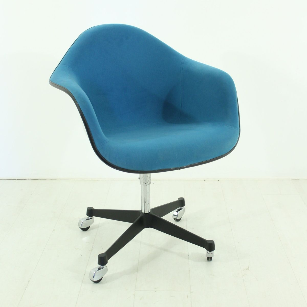 Teal office chair - Vintage Office Chair By Charles Ray Eames For Vitra