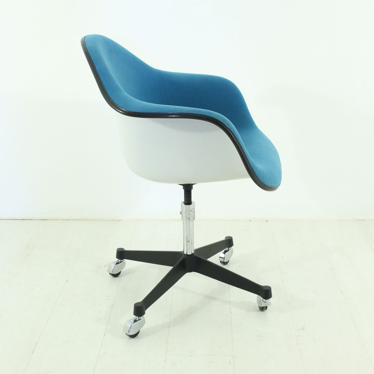 Vintage office chair by charles ray eames for vitra for for Eames chair nachbau deutschland