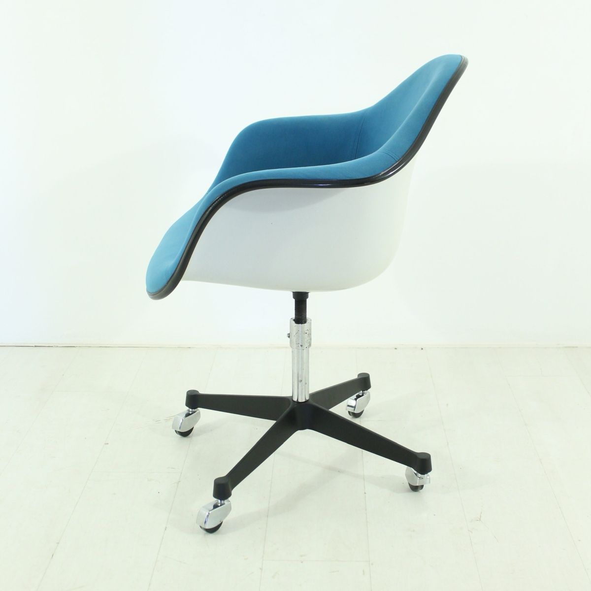 vintage office chair by charles ray eames for vitra for sale at pamono. Black Bedroom Furniture Sets. Home Design Ideas