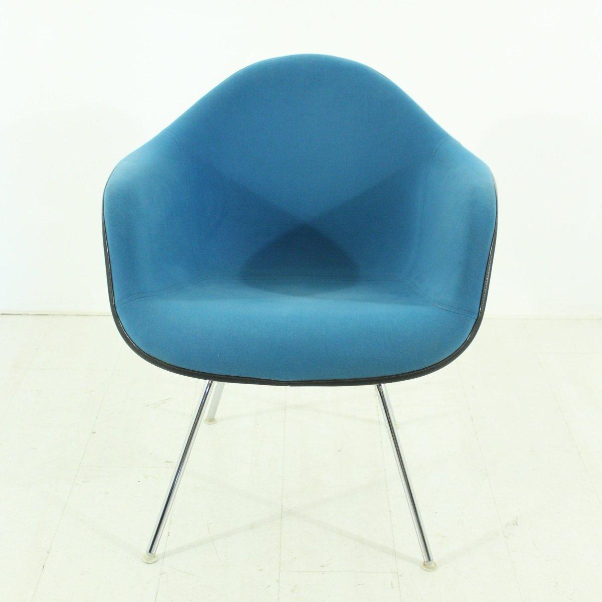 Chaise vintage bleue par charles ray eames pour vitra en for Chaise vitra eames prix