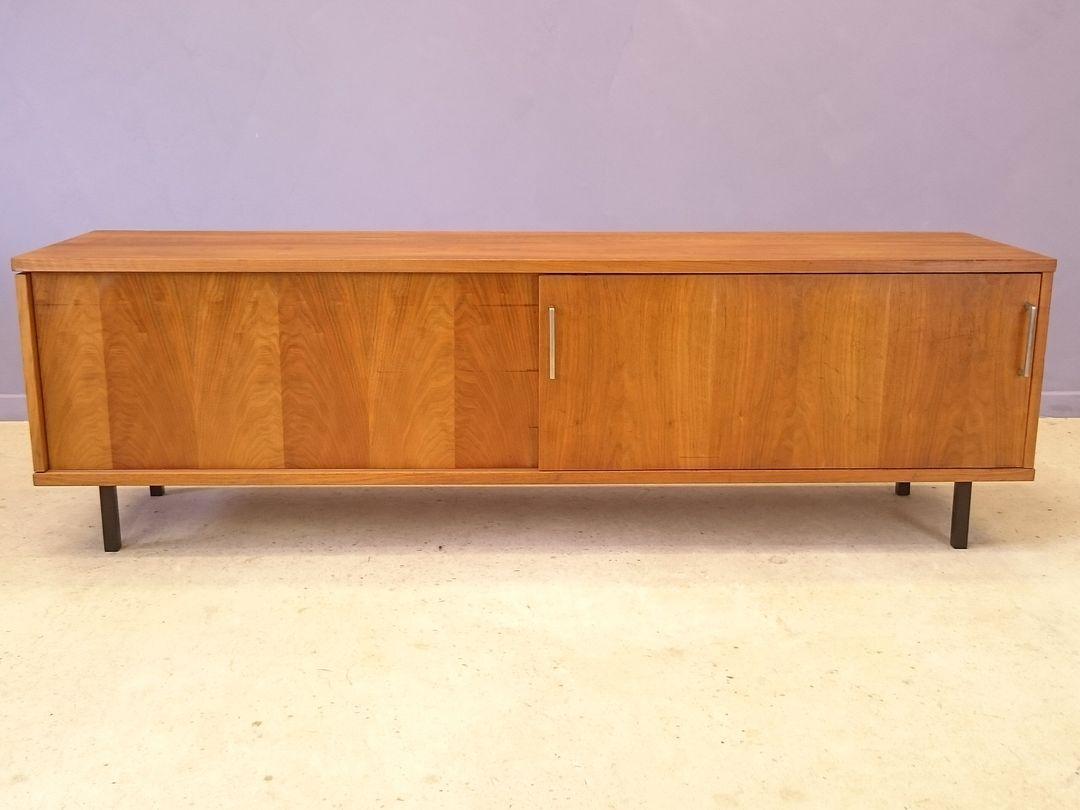 armoire de bar en teck 1950s en vente sur pamono. Black Bedroom Furniture Sets. Home Design Ideas