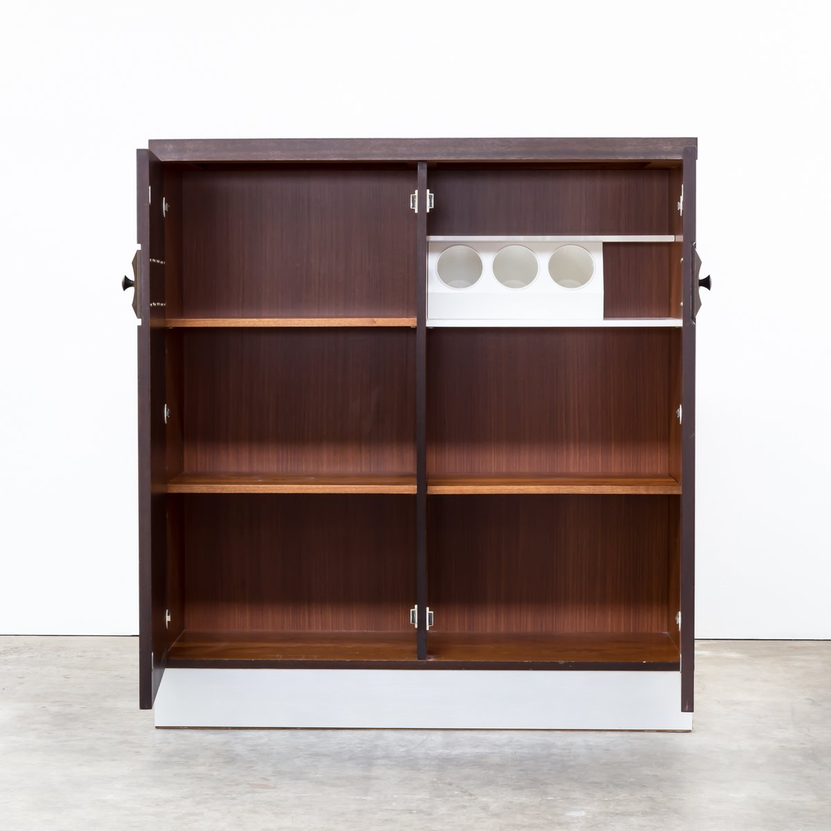 hohes belgisches brutalistisches sideboard 1970er bei. Black Bedroom Furniture Sets. Home Design Ideas