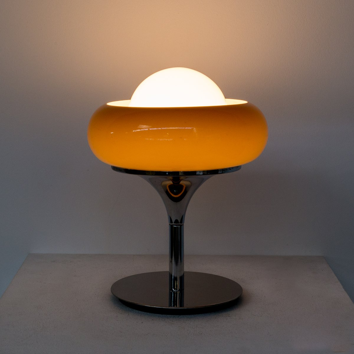 Mid century table lamp from guzzini for sale at pamono geotapseo Gallery