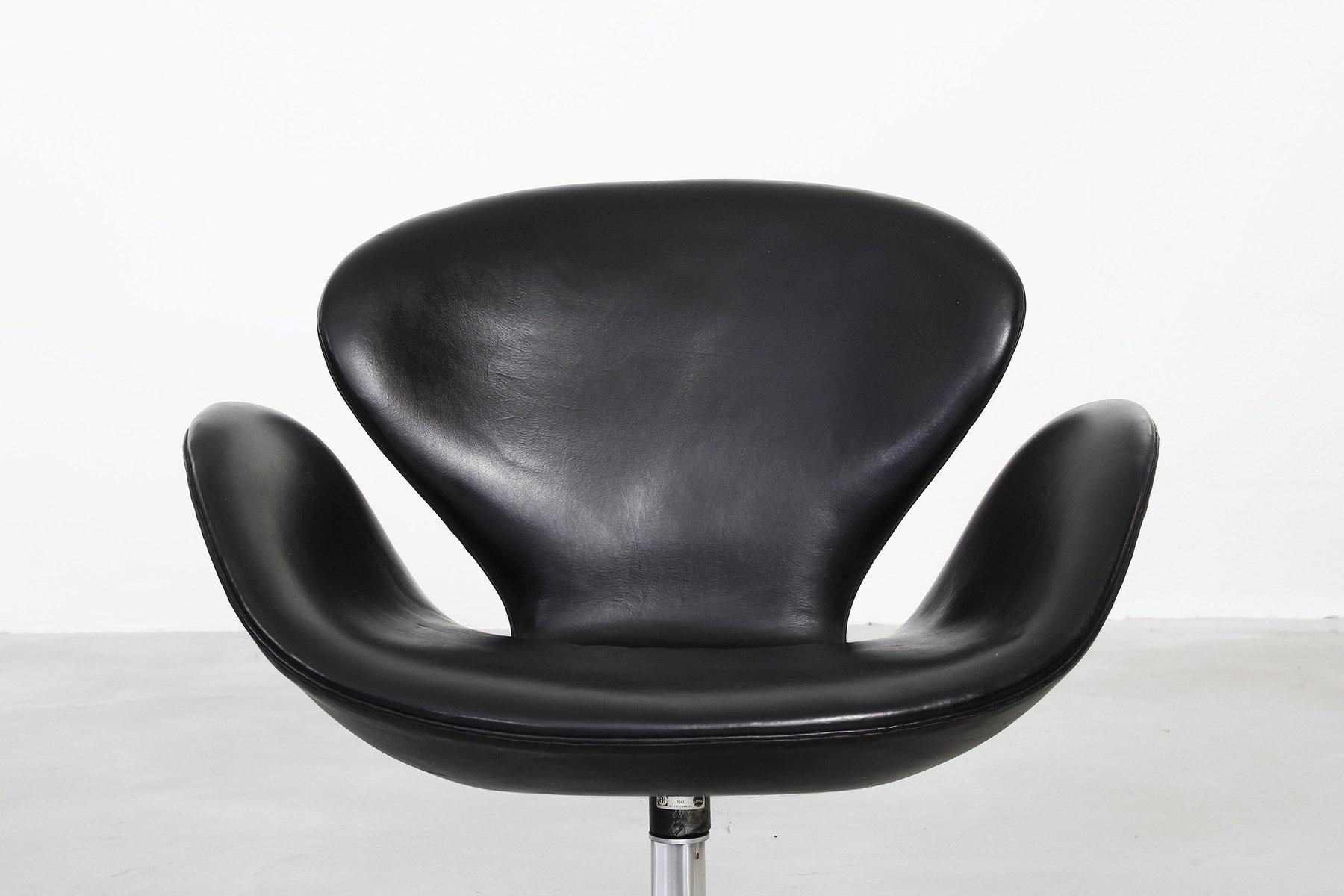 swan sessel von arne jacobsen f r fritz hansen 1963 2er. Black Bedroom Furniture Sets. Home Design Ideas