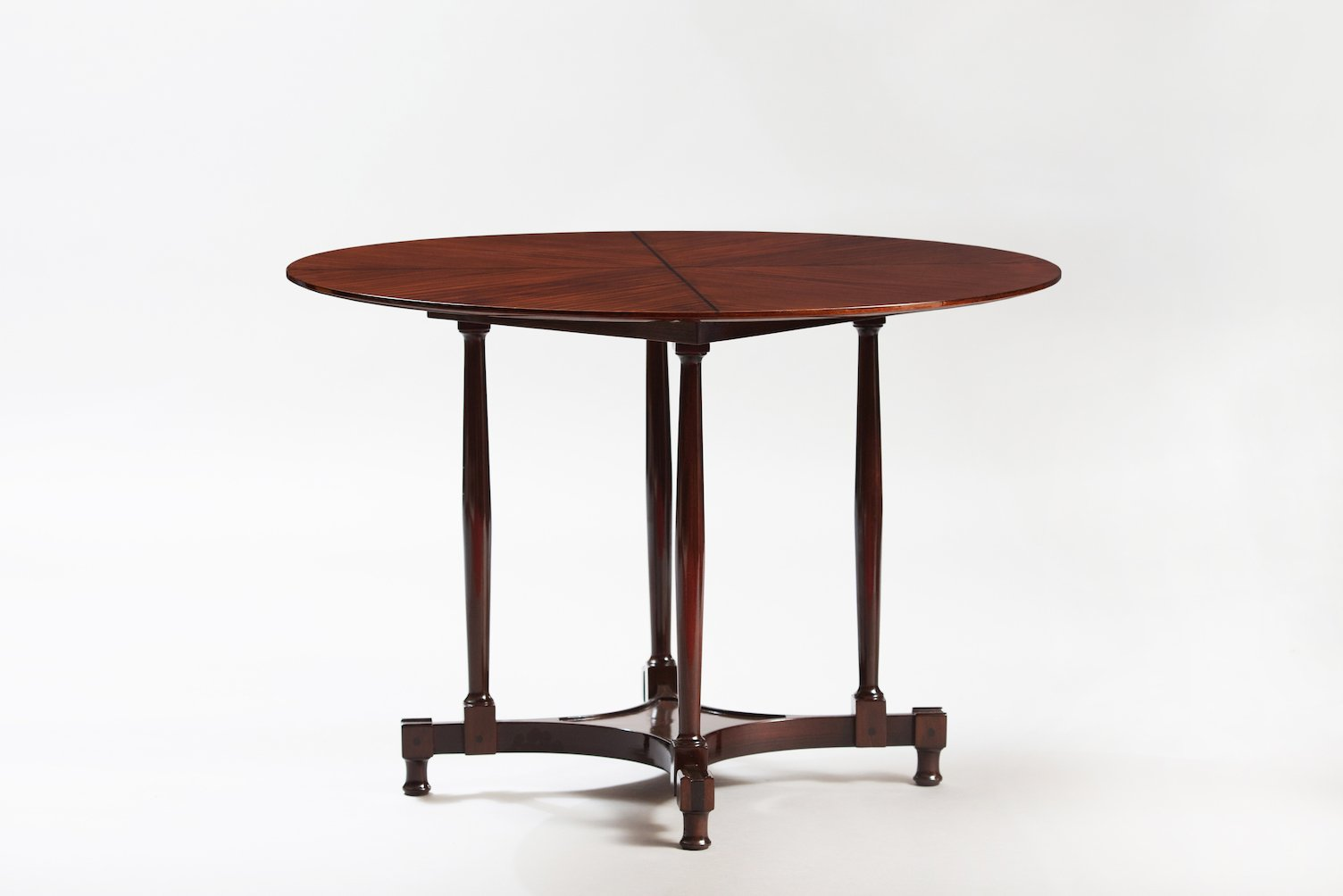 Vintage italian rosewood round dining table for sale at pamono for Italian dining table