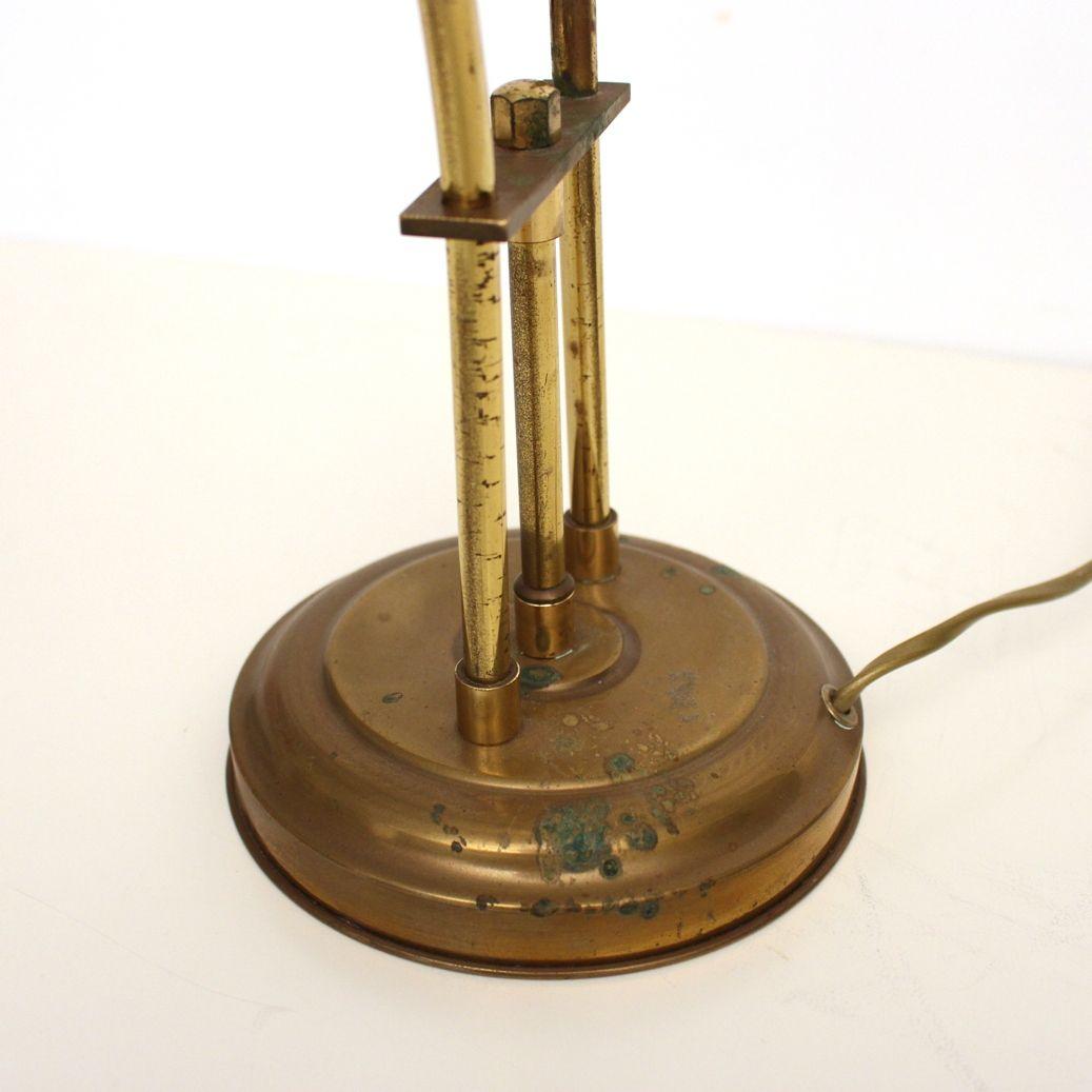 Lampe de bureau vintage en laiton et verre blanc 1970s en - Lampe de bureau banquier laiton verre vert ...
