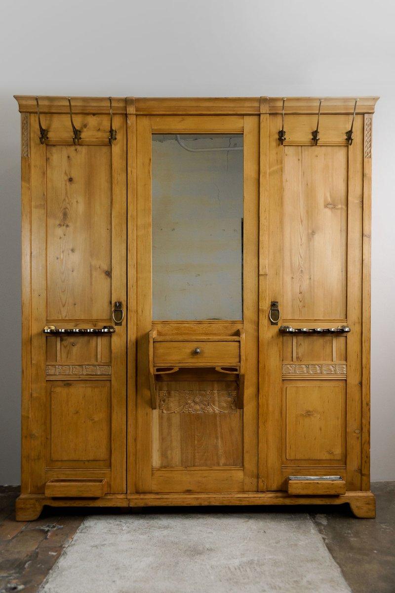gro er jugendstil kleiderschrank mit patentierten. Black Bedroom Furniture Sets. Home Design Ideas
