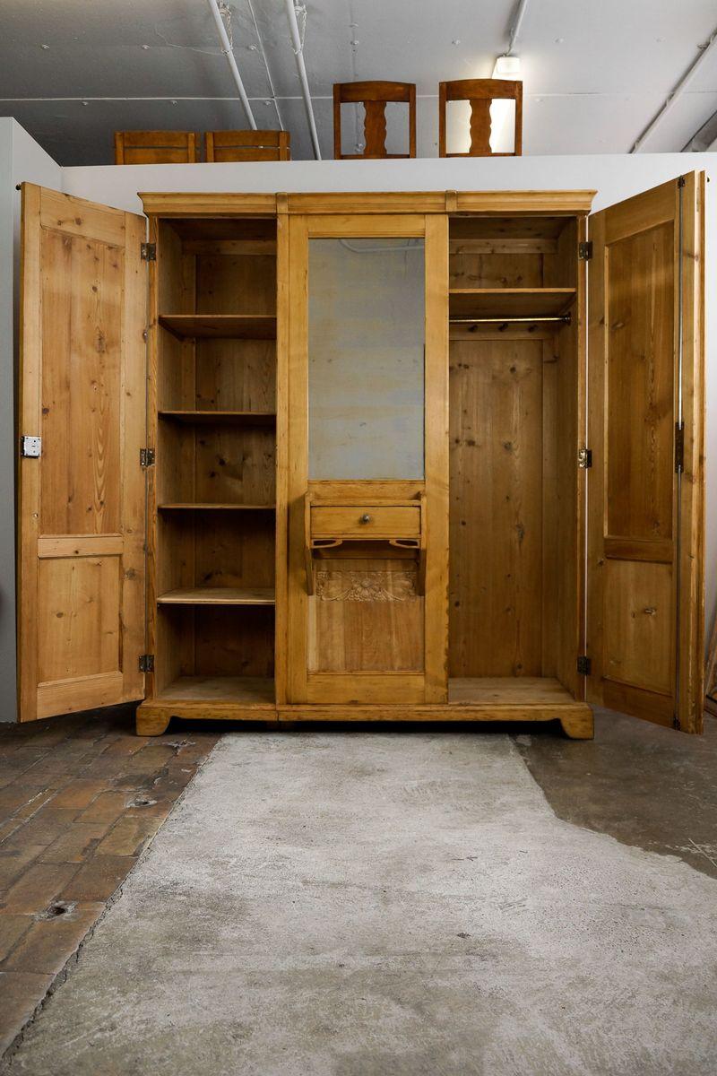 gro er jugendstil kleiderschrank mit patentierten schirmst nder bei pamono kaufen. Black Bedroom Furniture Sets. Home Design Ideas