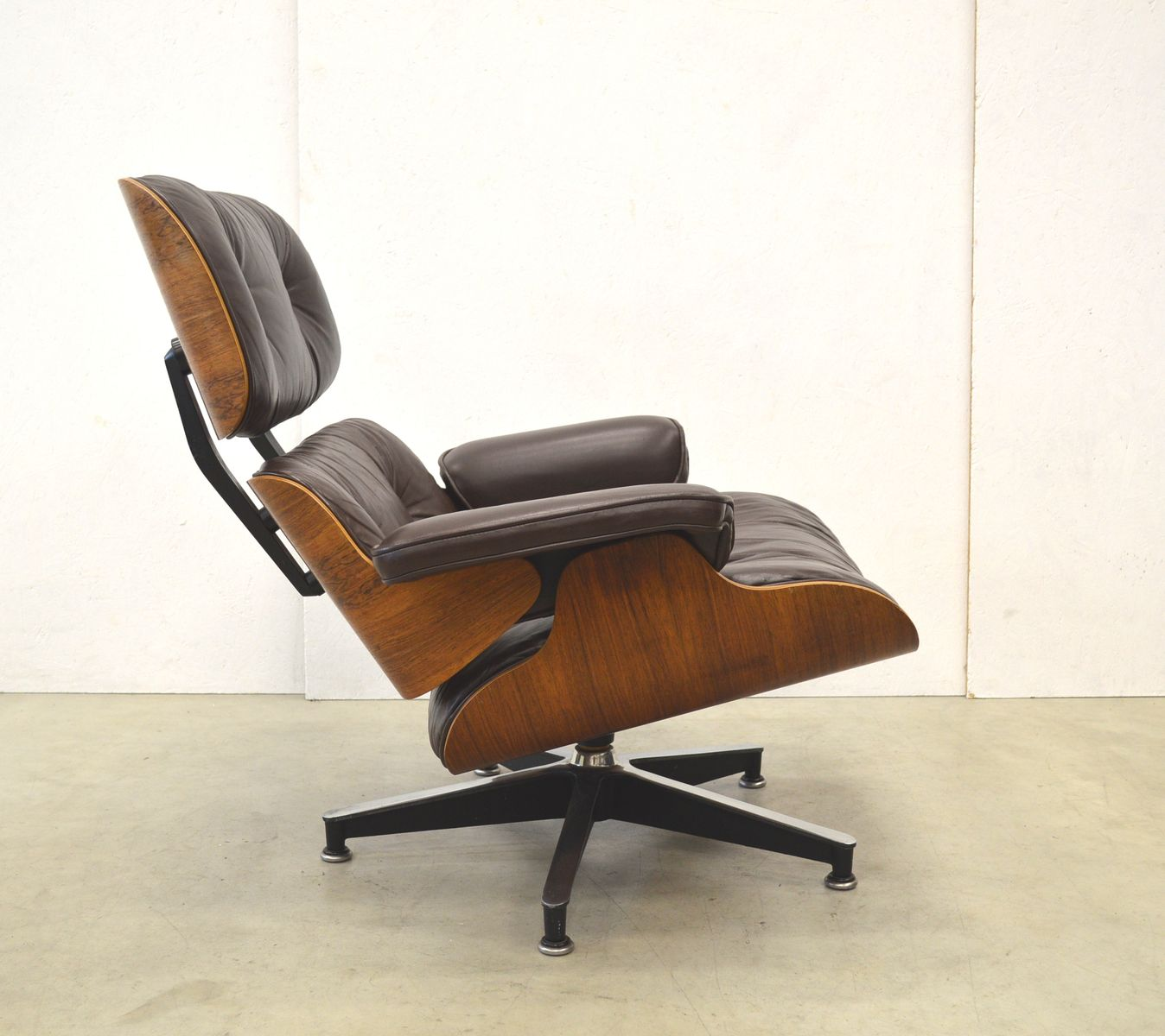 vintage rosewood lounge chair by charles ray eames for. Black Bedroom Furniture Sets. Home Design Ideas