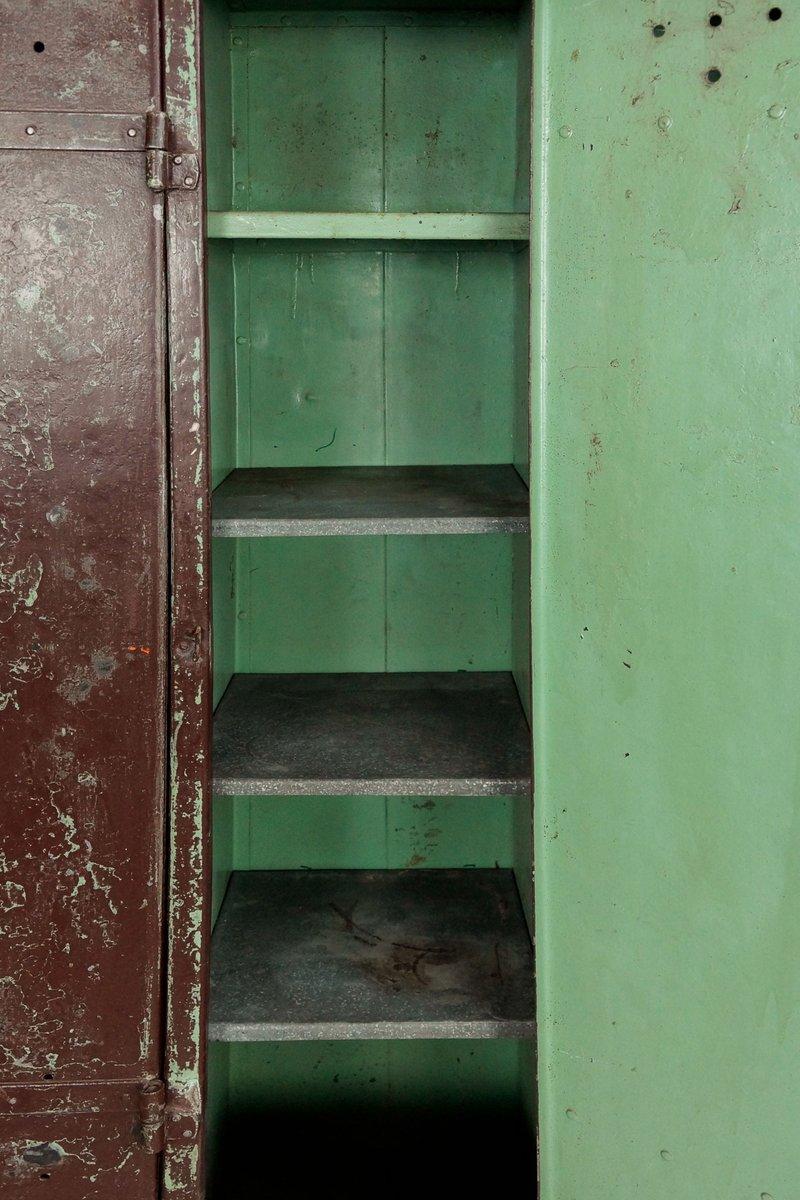 industrieller vintage spind aus stahl 1930er bei pamono kaufen. Black Bedroom Furniture Sets. Home Design Ideas