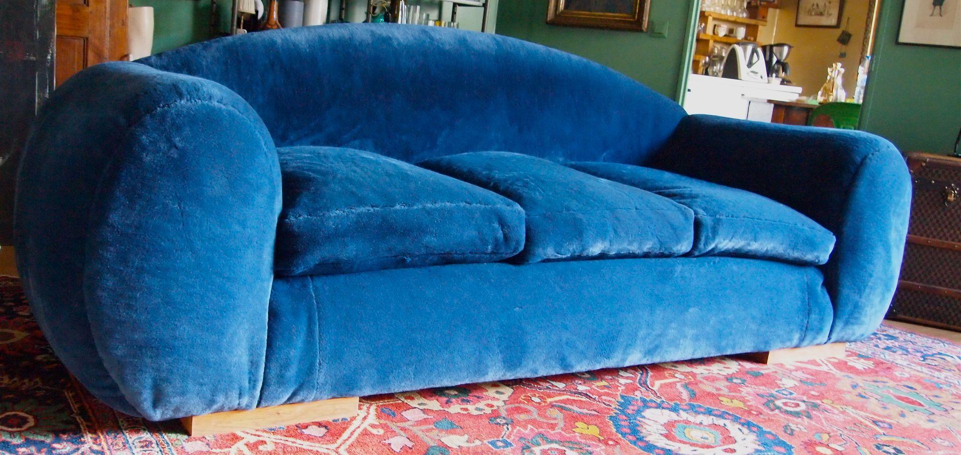 Blaues Französische Mid-Century Samt Sofa bei Pamono kaufen