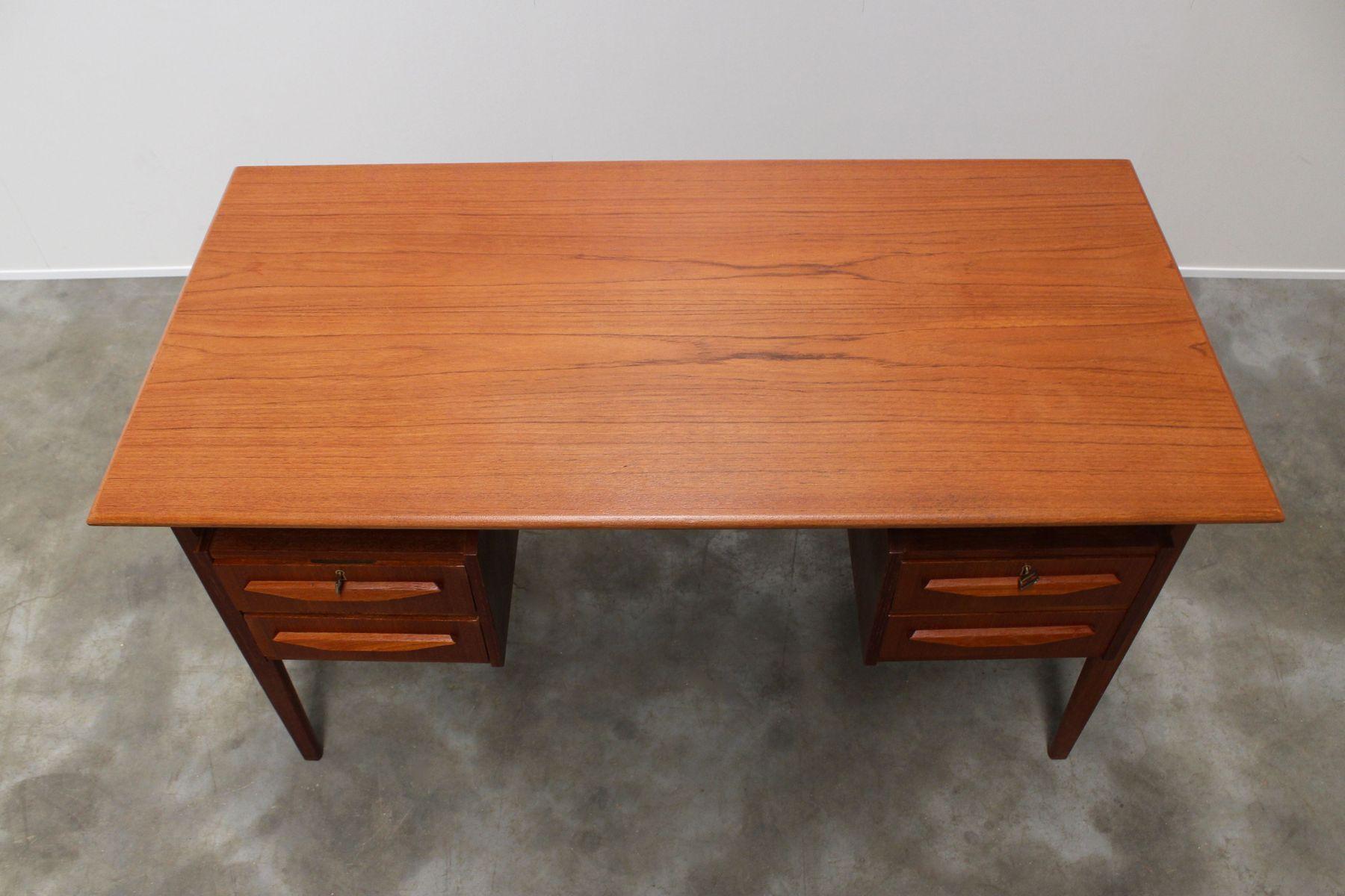 d nischer teak schreibtisch mit schwebender arbeitsplatte von gunnar nielsen tibergaard f r. Black Bedroom Furniture Sets. Home Design Ideas