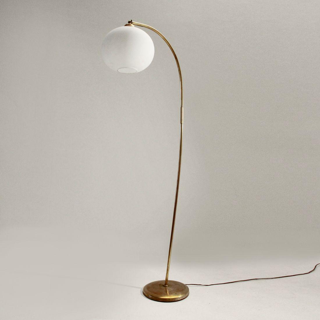 lampadaire en laiton italie 1940s en vente sur pamono. Black Bedroom Furniture Sets. Home Design Ideas