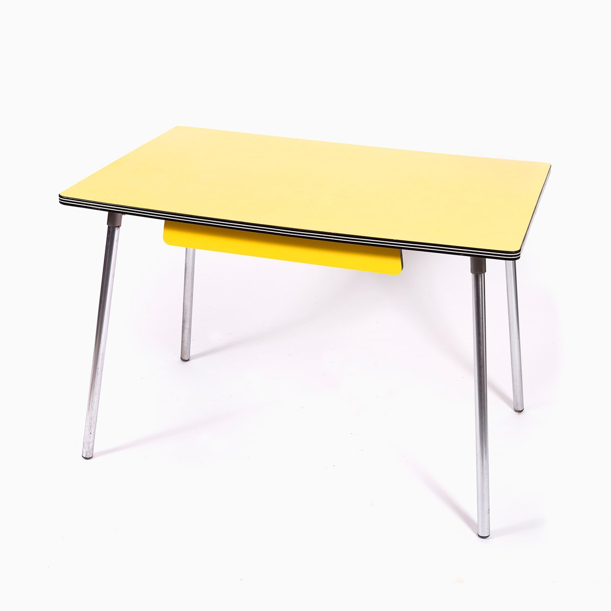 table de salle manger vintage en formica jaune avec pieds en chrome en vente sur pamono. Black Bedroom Furniture Sets. Home Design Ideas