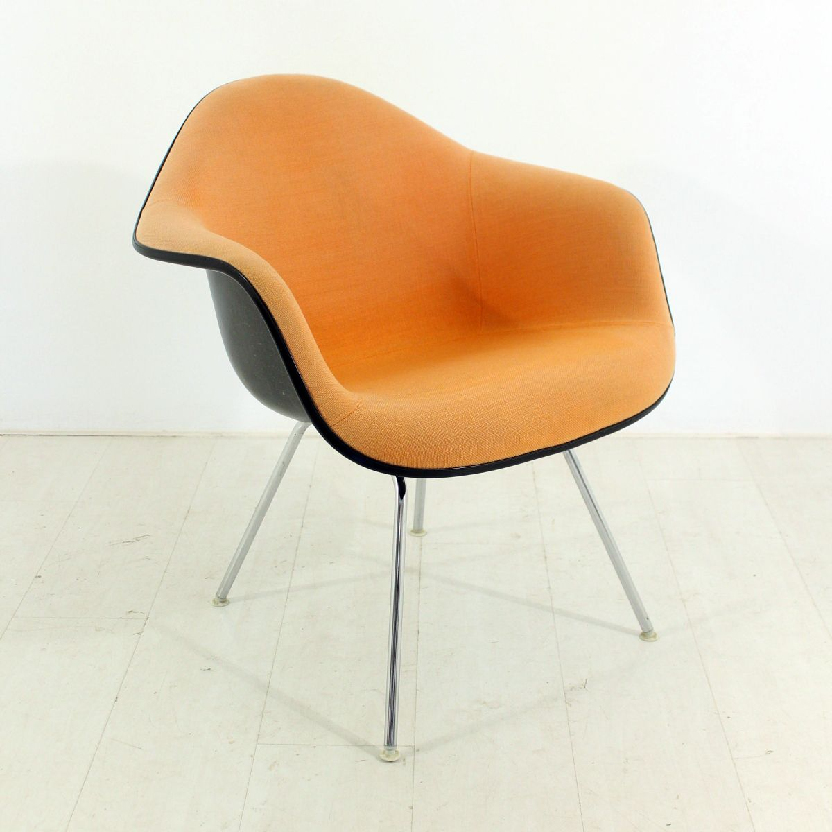 Fauteuil lounge vintage en terracotta par charles ray for Fauteuil charles ray eames
