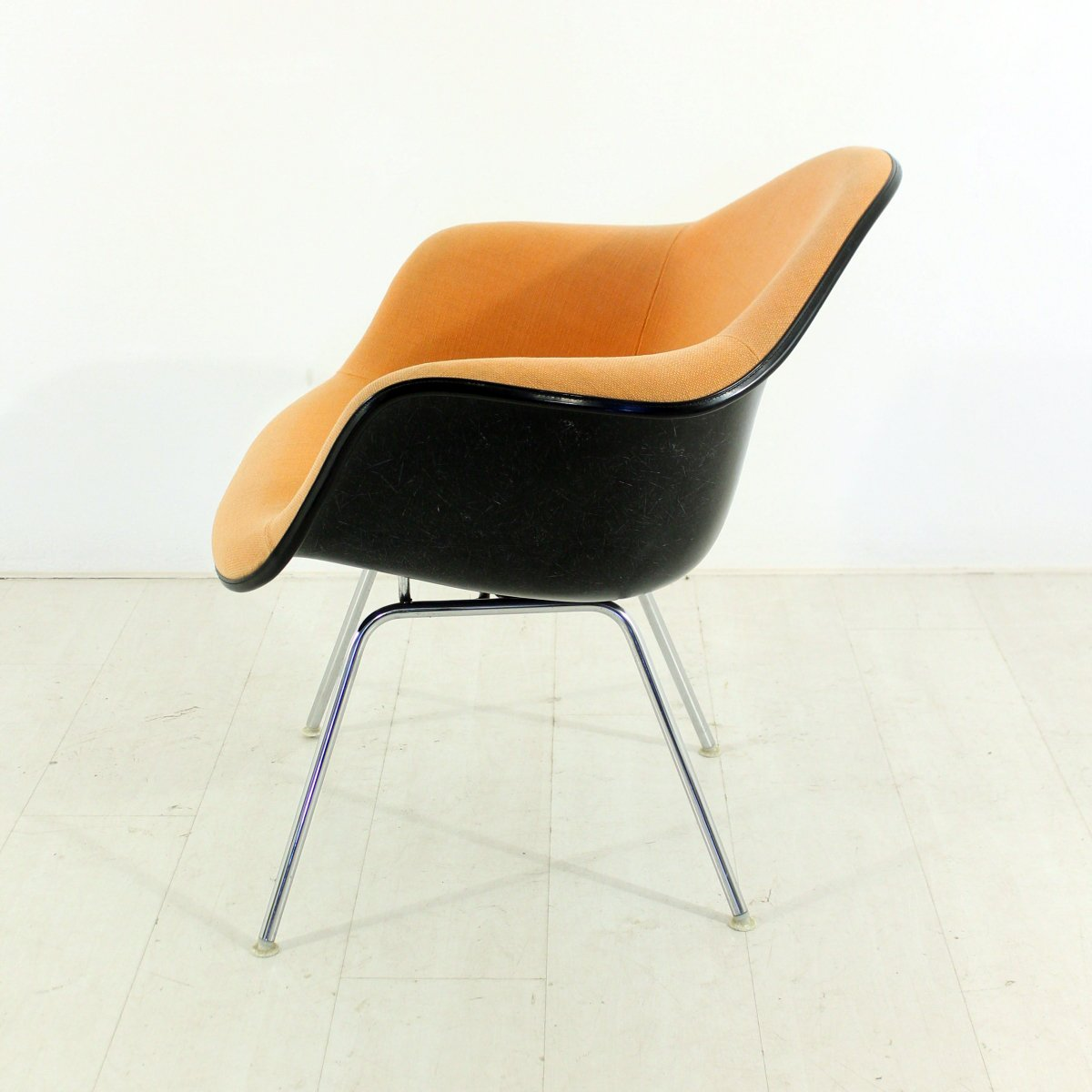 Vintage Lounge Chair in Terracotta by Charles & Ray Eames for Herman Mill