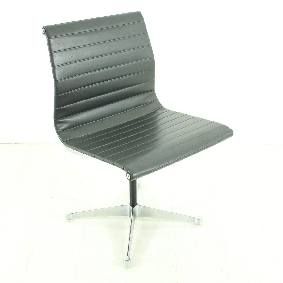 Buy Vintage Desk And Office Chairs At Pamono - Henry miller furniture